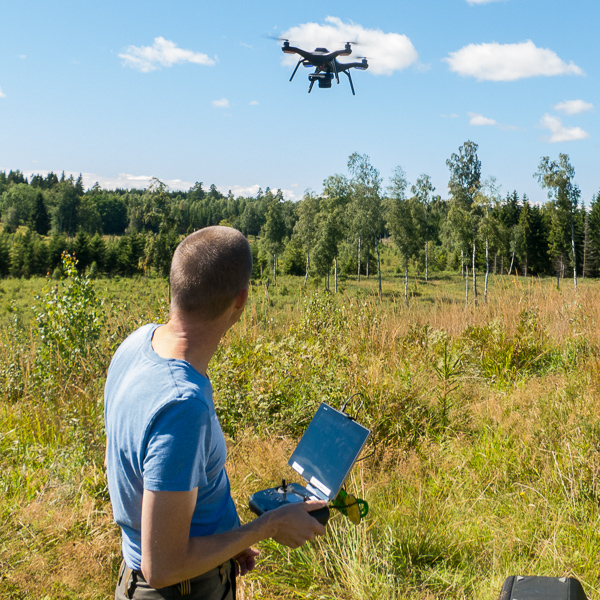 Jonas conducting a flight at a research area in Remningstorp.